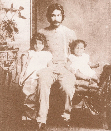 Rabindranath Tagore with eldest daughter Madhurilata and eldest son Rathindranath