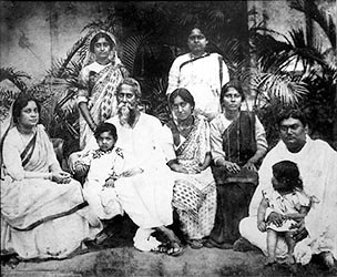 Rabindranath Tagore with his immediate family
