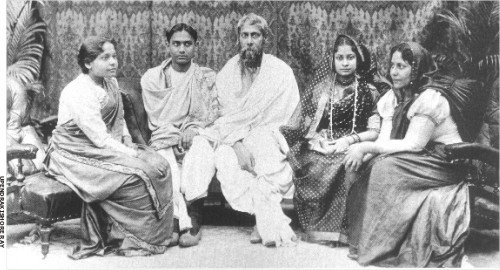 Rabindranath Tagore with his children